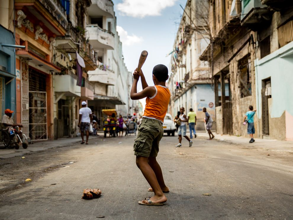 Name:  baseball-havana-streets_67084_990x742.jpg Views: 46 Size:  126.4 KB