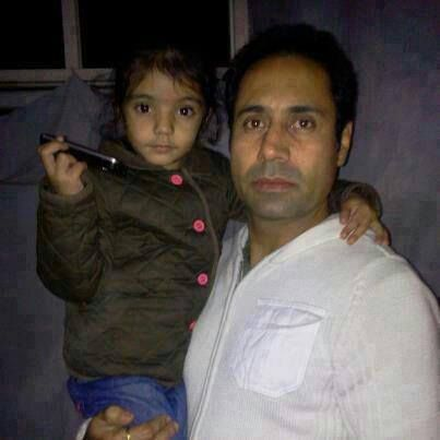 Name:  Binnu dhillon with his daughter.jpg Views: 1740 Size:  18.6 KB