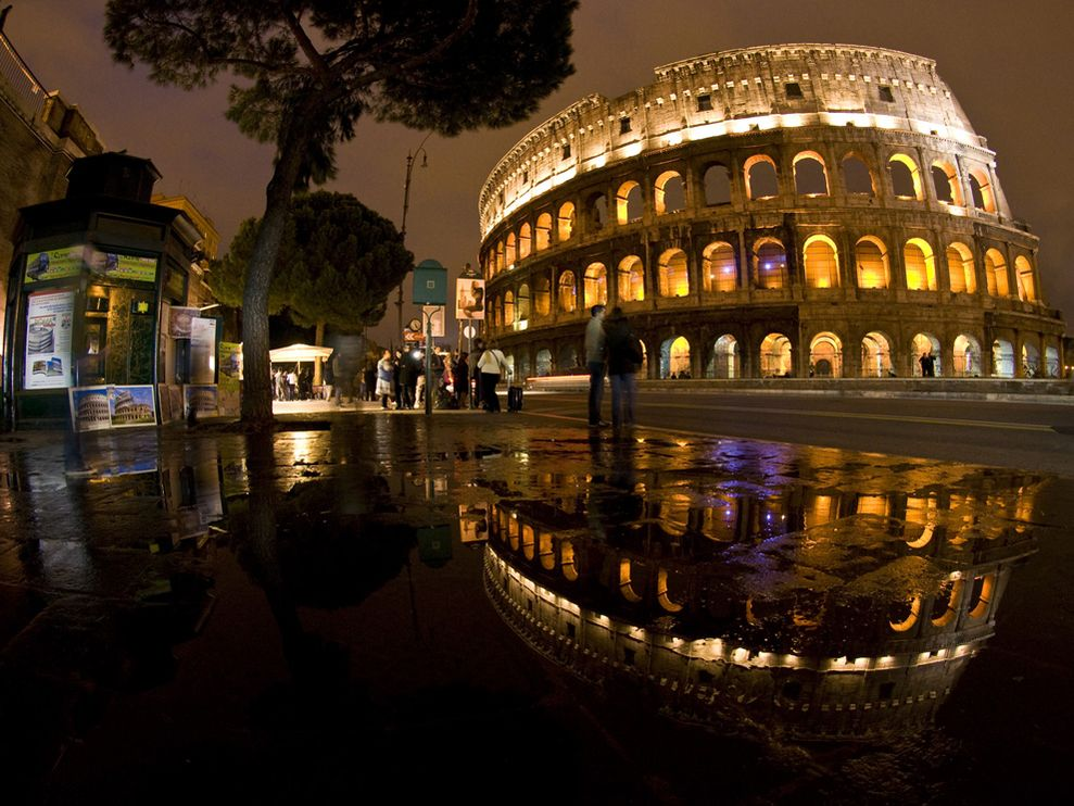 Name:  colosseum-italy_3566_990x742.jpg