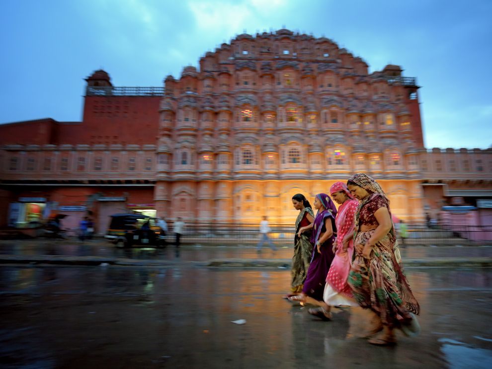 Name:  jaipur-women-walking_67928_990x742.jpg Views: 137 Size:  95.1 KB