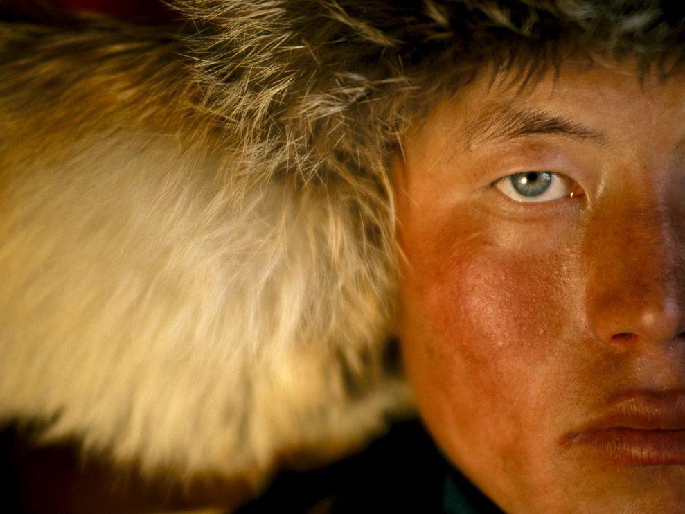 Name:  kazakh-eagle-hunter_3659_990x742.jpg Views: 58 Size:  89.3 KB