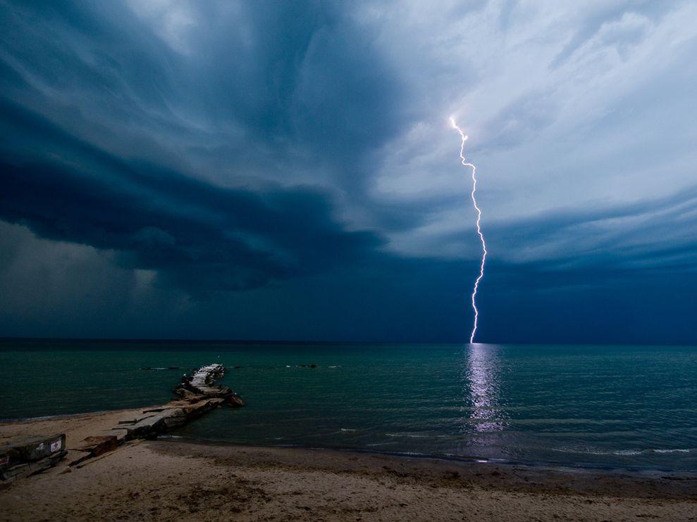 Name:  lightning-beach-larkin_3694_990x742.jpg Views: 100 Size:  67.7 KB
