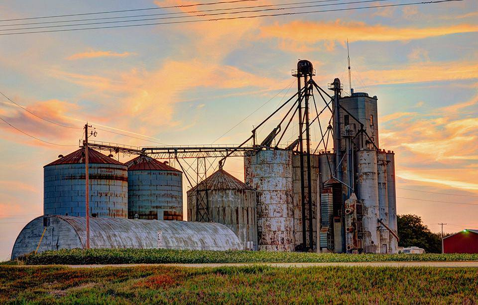 Name:  Sunrise at the old farm Silo at Chicago.jpg