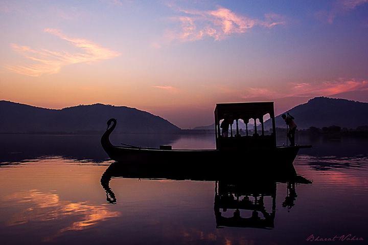 Name:  Sunrise over Jal Mahal.jpg Views: 134 Size:  29.8 KB