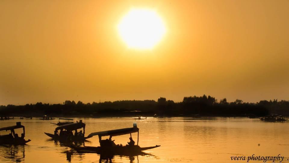 Name:  Sunset in Srinagar.jpg Views: 122 Size:  34.2 KB